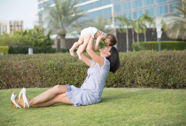 Prawa, ułatwienia dla mam wracających do pracy. Co oferują pracodawcy matkom po urlopach macierzyńskim, rodzicielskim, wychowawczym